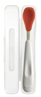美國 OXO 嬰兒用攜帶湯匙 不鏽鋼軟性餵食湯匙 附外出收納盒 橘色*夏日微風*