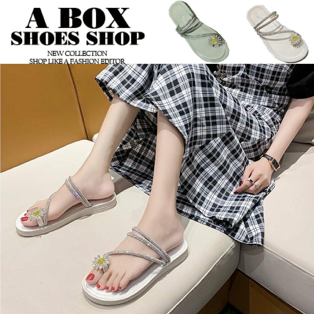 3CM涼鞋 優雅氣質水鑽小雛菊 皮革厚底圓頭套指兩穿涼拖鞋 2色【KS3115】