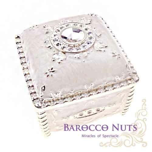 【Barocco Nuts】[特色擺飾] 3吋 珠光乳白 彩錫琺琅圓鑽方型珠寶盒家飾擺飾/收納罐/歐風/雜貨/生活用品/首飾盒/禮物/俄羅斯風格/歐風)