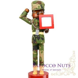 【Barocco Nuts】[胡桃鉗娃娃]:達人系列 14吋 黑髮馬尾迷彩服 陽光黝黑女士兵 含相框 (35cm/軍人/擺飾/木偶/禮物/生日/手工/居家擺設)