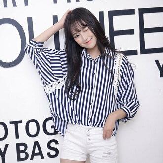 K style 條紋拼蕾絲蝙蝠袖襯衫【BC1673200】