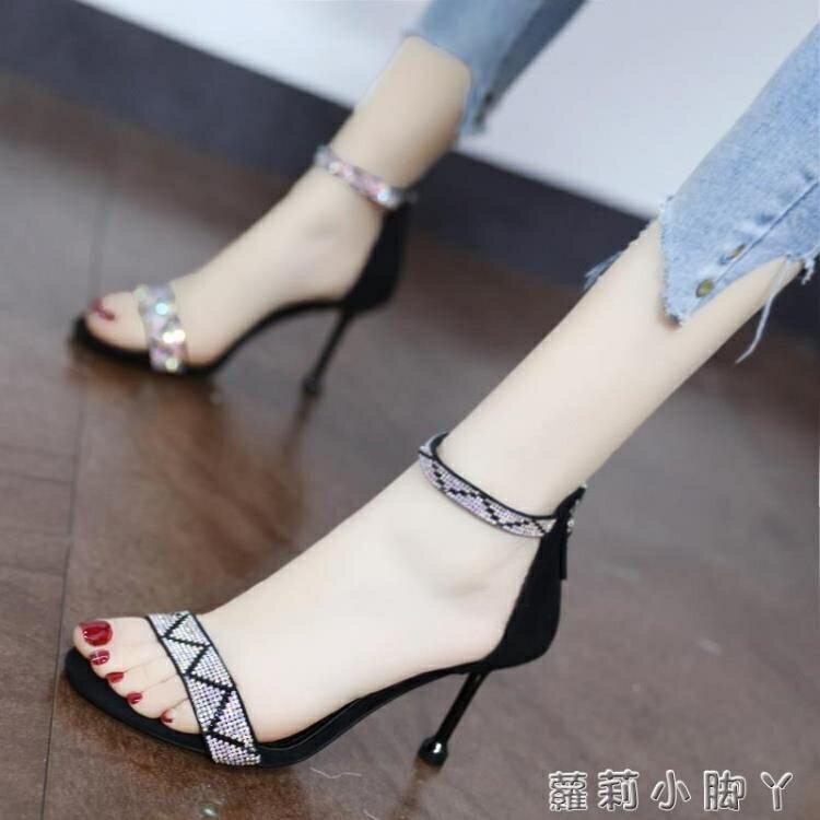 大東她時尚水鉆一字帶涼鞋2021年新款夏氣質露趾細跟高跟鞋仙女風 摩可美家