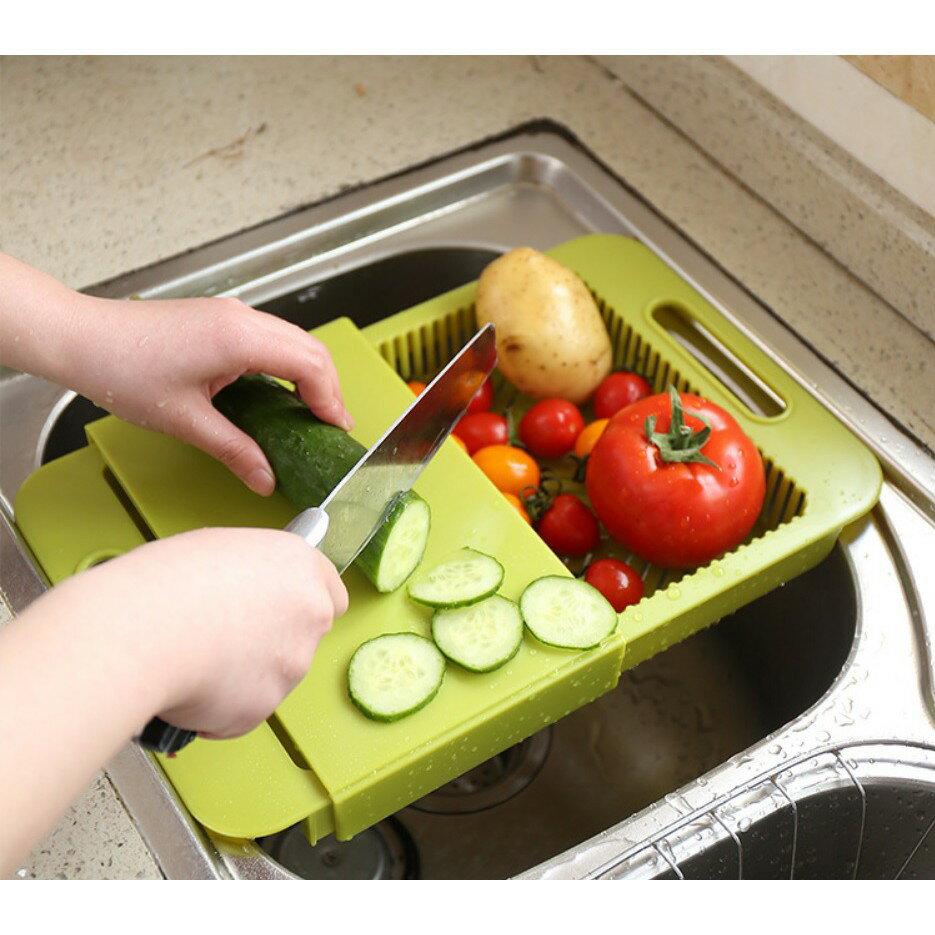 塔克網購 【切菜板】水槽瀝水抗菌料理砧板切菜板 切菜瀝水儲物三合一 可拆濾水菜籃架 洗菜籃