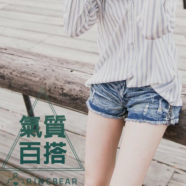 牛仔短褲--涼爽率性刷破水波紋皺褶感側邊亮片牛仔熱褲(牛仔藍S-7L)-R66眼圈熊中大尺碼