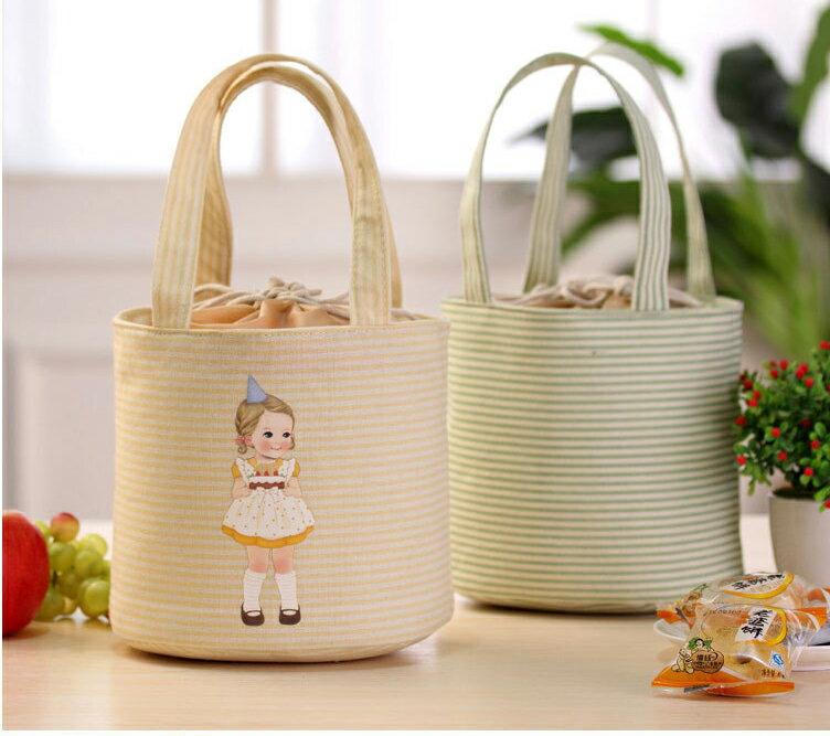 日式洋娃娃保冰/保溫袋 日系少女可愛風手提保溫便當袋/野餐袋/保冷袋 餐袋 束口袋設計 印花