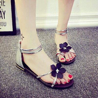 ~平底鞋花朵羅馬涼鞋~優雅氣質 別緻女鞋子2色73ey5~ ~~米蘭 ~
