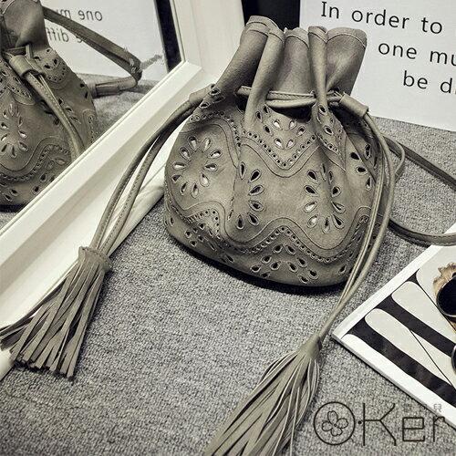 韓國小清新文藝風雕花鏤空紋樣束口斜背水桶包 O-Ker HH162