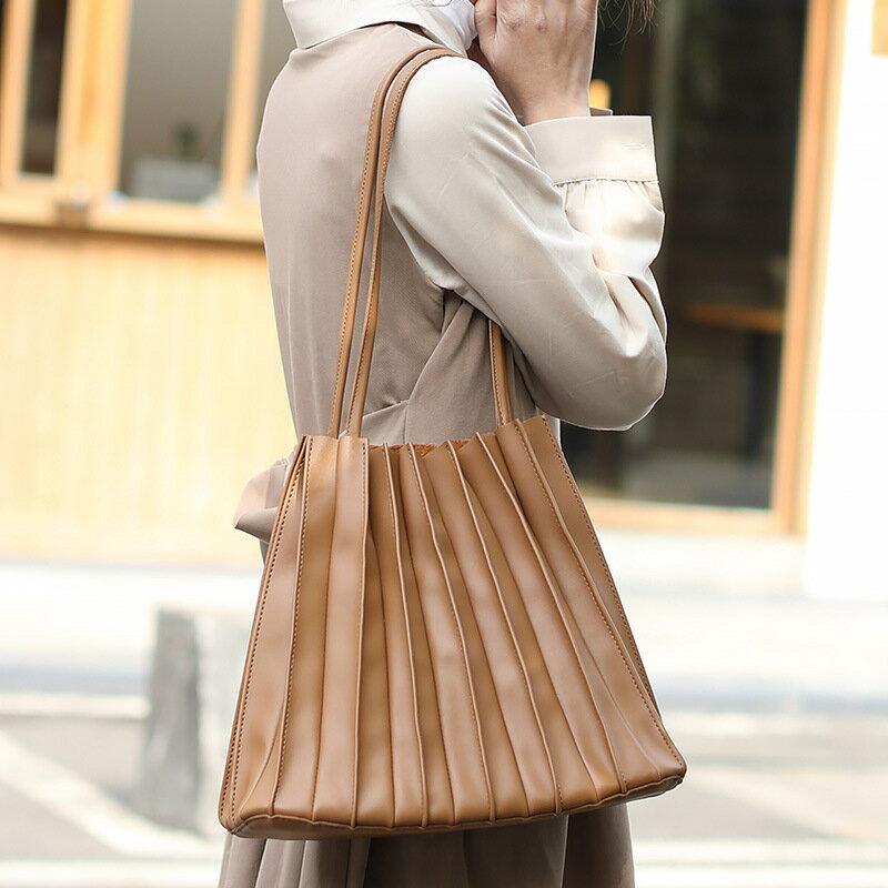 新款日系褶皺水桶包休閒時尚大容量子母包網紅簡約軟皮單肩包女包