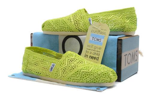 【TOMS】果綠色蕾絲鏤空繡花平底休閒鞋  Neon Lime Crochet Women's Classics 6