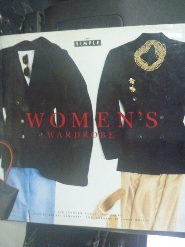 【書寶二手書T9/藝術_ZAU】Womens Wardrobe_URQUHART