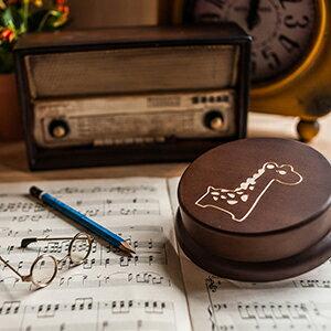 幸福森林:木製發條式選轉音樂盒客製化禮物-可愛長頸鹿