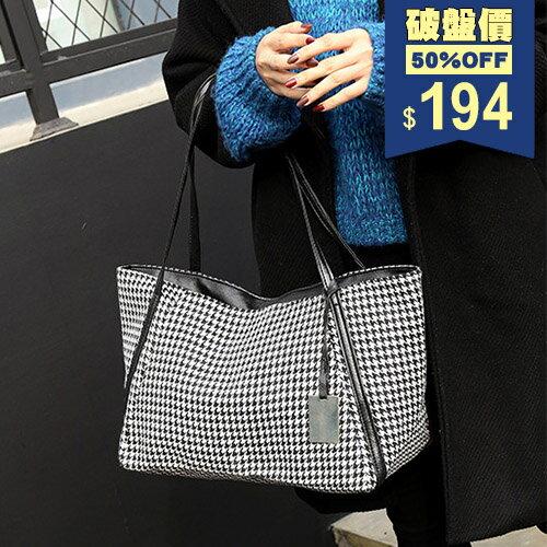 黑白混色千鳥格紋小鐵牌帆布手提包 側背包 兩用包 包飾衣院 P1866