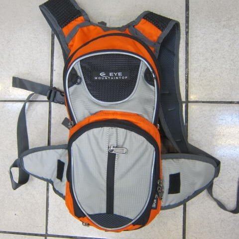 ~雪黛屋~EYE 加大型反光腳踏車後背包 可加大容量設計 隱藏式固定安全帽放置網袋 EYE305桔