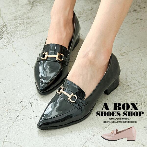 【KI718】3.5CM跟鞋優雅飾釦亮漆尖頭包鞋休閒皮鞋MIT台灣製2色