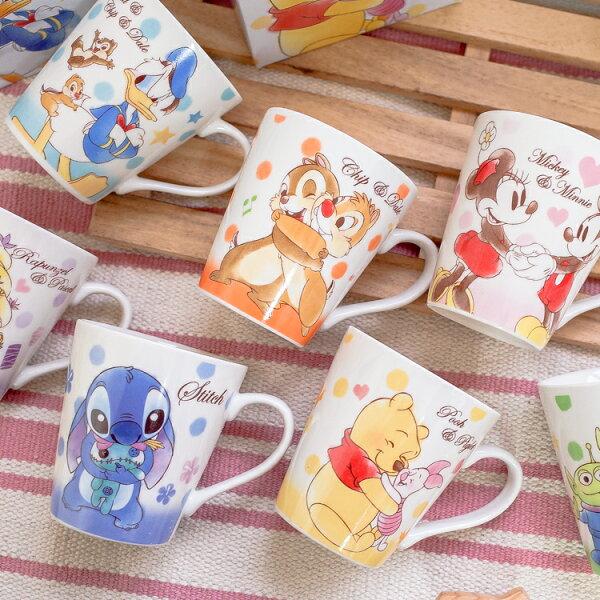 PGS7日本迪士尼系列商品-日貨迪士尼草寫字母手繪馬克杯史迪奇奇奇蒂蒂維尼【SEZ71550】