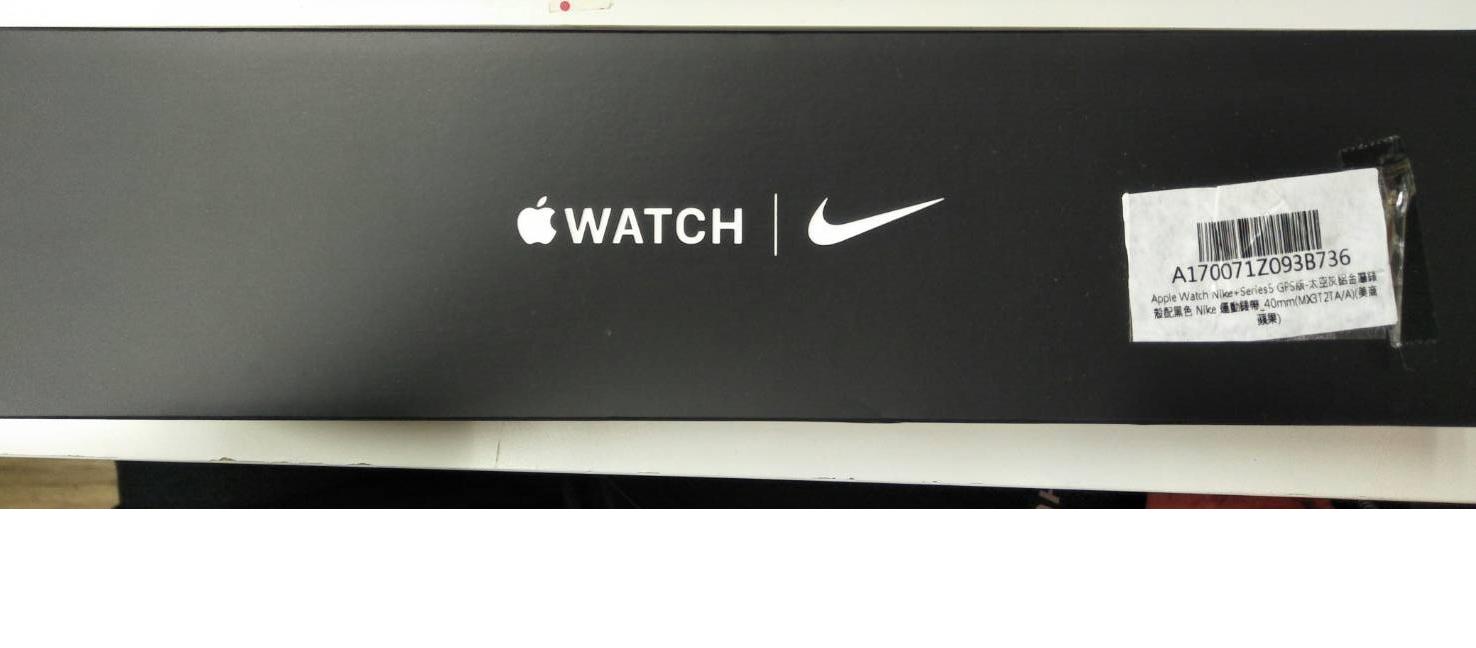 「福利品,近全新原廠保固一年」Apple Watch NIKE S5 GPS 40mm 太空灰鋁金屬錶殼配黑色Nike運動錶帶