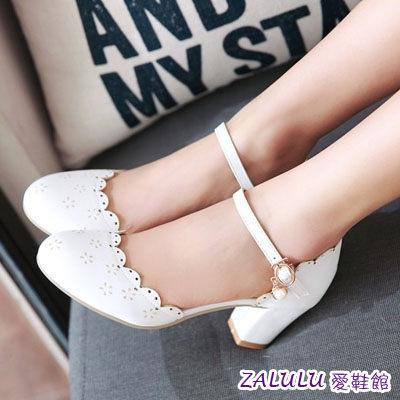 ☼zalulu愛鞋館☼ DB108 現貨 大尺碼訂製款甜美淑女波浪造型金屬扣鐘跟女鞋-白39