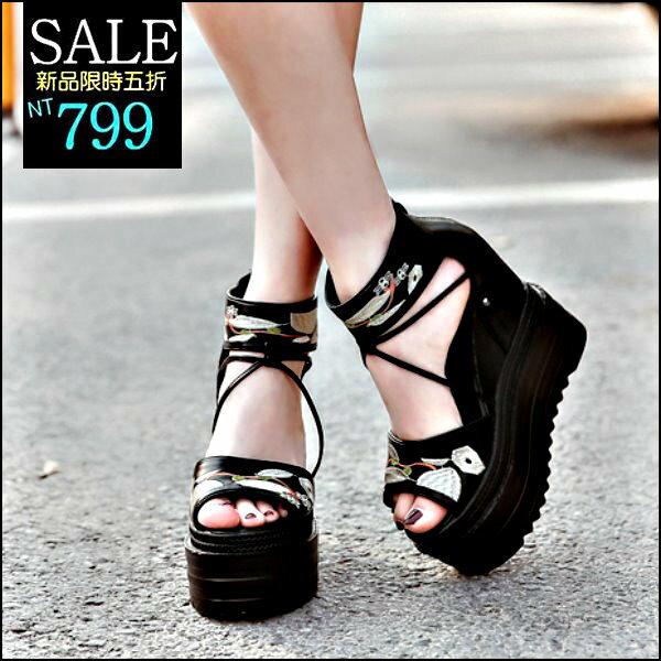 ☆克妹☆現貨+預購【ZT42928】歐洲站波西米亞復古花朵電繡厚底露指靴型高跟鞋
