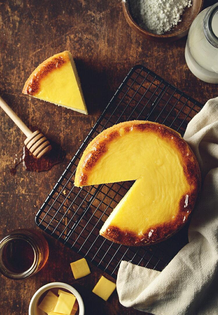 新品上市~~日式岩燒起士蜂蜜蛋糕 / 6吋(免運) / 濃郁的蜂蜜香味,卻甜而不膩,有著日本長崎蛋糕的柔軟綿密,表面鋪上多層次乳酪口感 細膩多變的滋味,令人陶醉其中~~★6月全館滿499免運 7