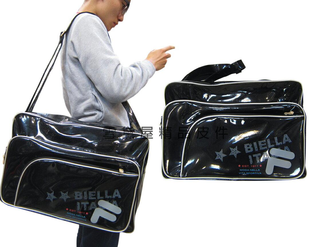 ~雪黛屋~FILA 旅行袋中容量運動休閒外出購物防水鏡面PVC材質輕巧壓扁收納肩背斜側背固定型長背帶BLK7002BK