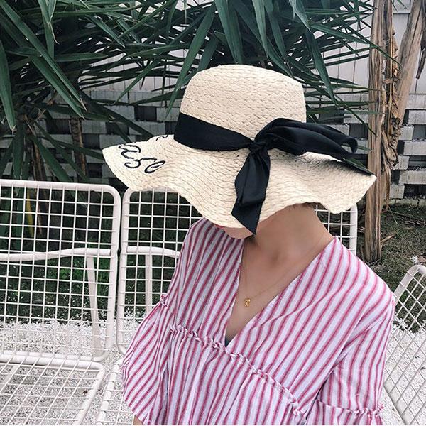 草帽黑粉緞帶蝴蝶結刺繡字母大帽沿遮陽帽帽子編織草編度假海邊韓國明星英文ANNAS.