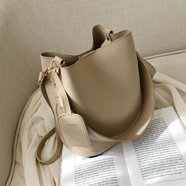 水桶包 高級感包包洋氣女包2021新款潮韓版百搭斜挎包單肩時尚復古水桶包 -洛麗塔