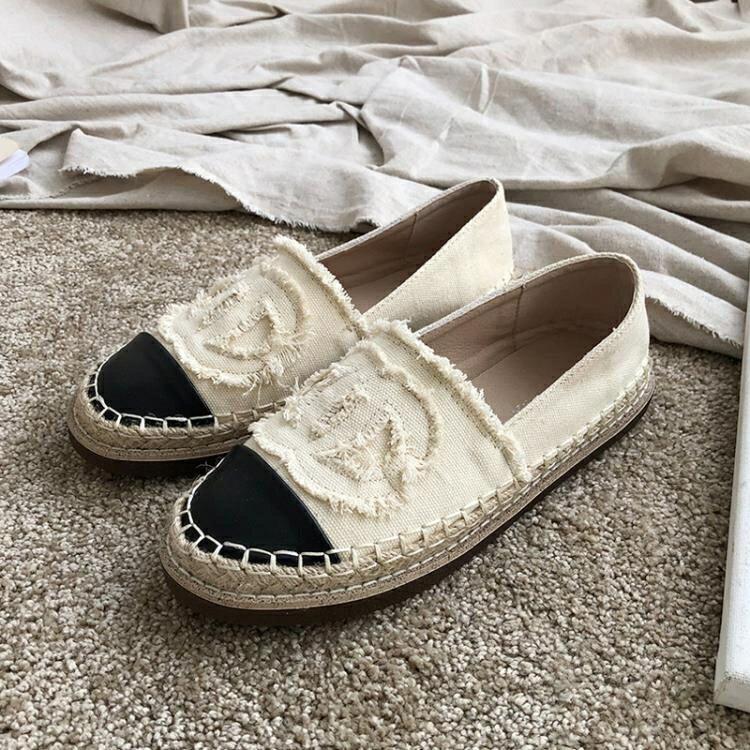 草編鞋 小香風漁夫鞋女厚底夏季網紅平底帆布懶人鞋亞麻草編一腳蹬樂福鞋 摩可美家