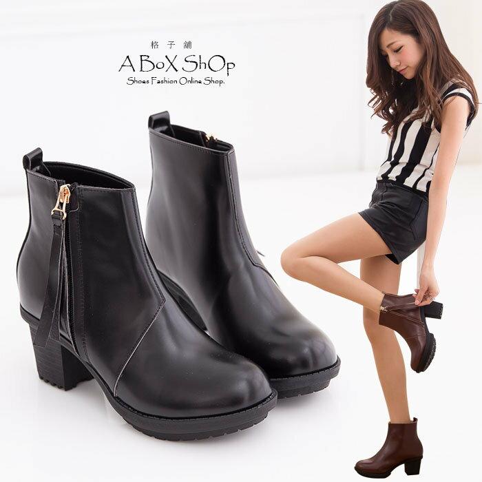 【KP2971】MIT台灣製 韓版百搭高質感光澤皮革 素面粗高跟短靴工程靴 兩色