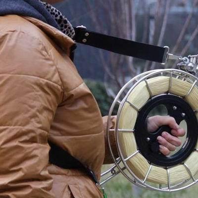 【不鏽鋼風箏線輪-背帶+支架-1套/組】不鏽鋼風箏線輪手握輪輪線盤防倒轉風箏輪,多款可選-30012
