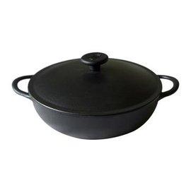 【煎煮鍋-鑄鐵-黑色-鐵蓋-單底-26】平底圓煎煮多用鍋 無煙不粘 附防燙耳套(總長34底平面17.5內徑25高14cm(含蓋),容量2.2L)-8001017