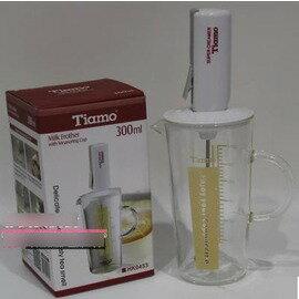【電動打奶泡器套裝-打奶器+玻璃量杯(300ml)-HK0453-1套/組】電動打奶器 打奶泡器 奶泡機 打奶沫器+奶泡杯組盒(本產品不含電池)-7501007