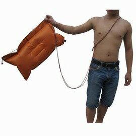 【多用途充氣枕頭-PVC-長60*寬30*厚10-12cm-2個/組】超輕便攜加寬充氣枕頭 可做游泳漂浮跟屁蟲安全氣囊(含4米繩)-76012