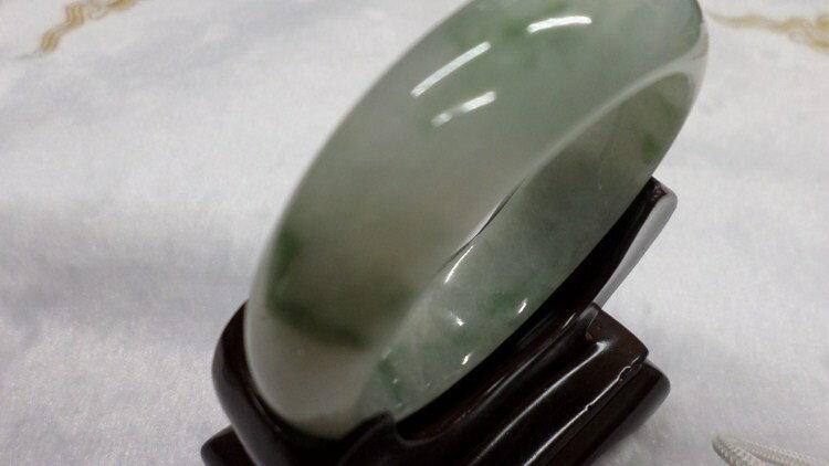 【翡翠淘寶坊】手環.玉鐲w2052/糯種飄花  17圍  寬13mm表面有裂紋無摳感便宜賣