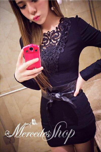 《現貨出清5折》 韓國名媛氣質修身性感包臀勾花蕾絲拼接露背洋裝(S-M,共2色)- 梅西蒂絲(現貨+預購)