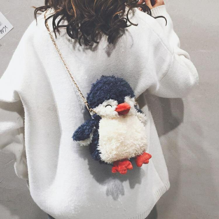 卡通毛絨鏈條小包包女可愛公仔玩偶企鵝包新款百搭單肩斜背包