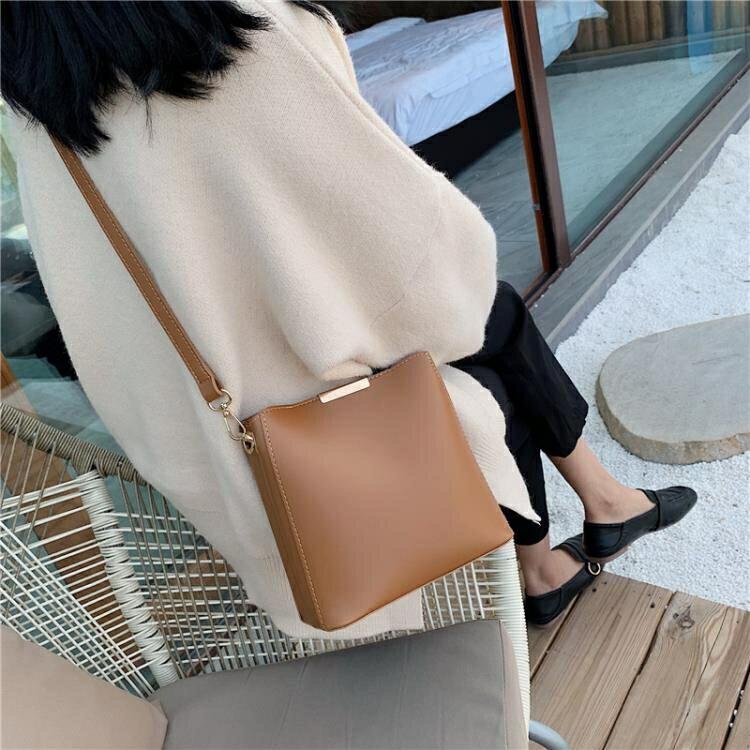 水桶包 高級感包包休閒女包新款2020韓版時尚質感百搭單肩斜背ins水桶包 果果輕時尚