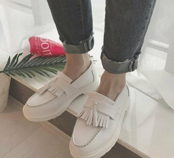 Pyf ♥ 新款真皮流蘇 經典馬丁款 男女白色情侶鞋 懶人休閒鞋 44 大尺碼女鞋