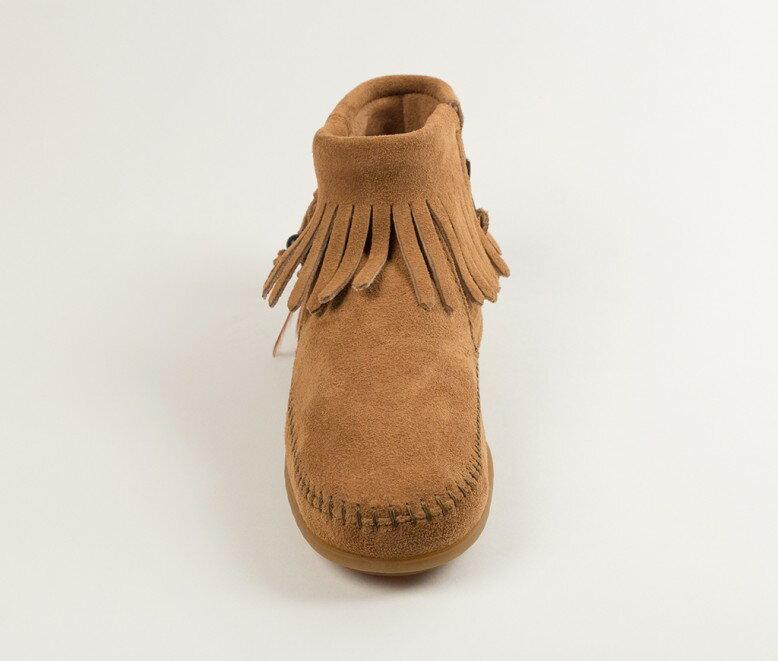 【Minnetonka 莫卡辛】土駝色 - 麂皮流蘇羽毛踝靴【全店滿4500領券最高現折588】 4