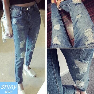 【V0166】shiny藍格子-話題主打.時尚破洞九分休閒哈倫牛仔褲
