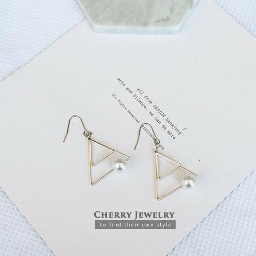 復古金屬三角形珍珠設計耳環【櫻桃飾品】【10435】
