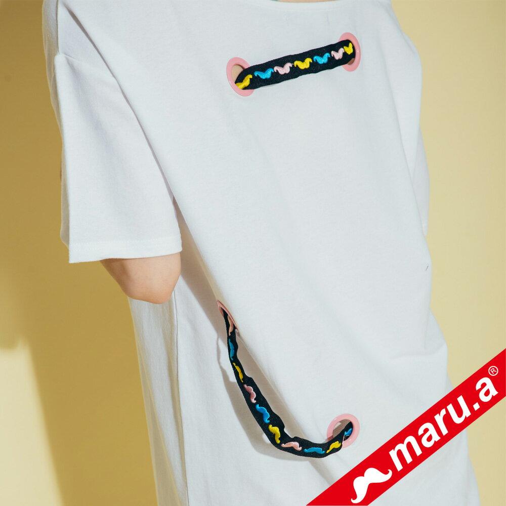 【maru.a】胸前maru.a印花背後織帶裝飾露肩洋裝 8317111 7