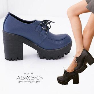 格子舖*【KP8268】MIT台灣製 韓版摩登皮革 繫帶鋸齒超粗跟增高踝靴 2色