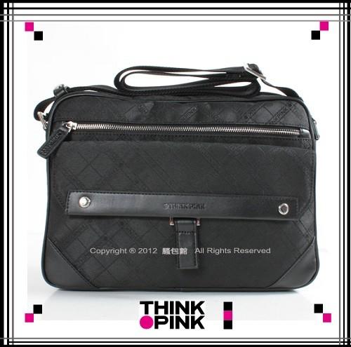 ~騷包館~THINK PINK 潮流專櫃品牌 超凡格紋系列 舌片大斜背包 黑色113~73