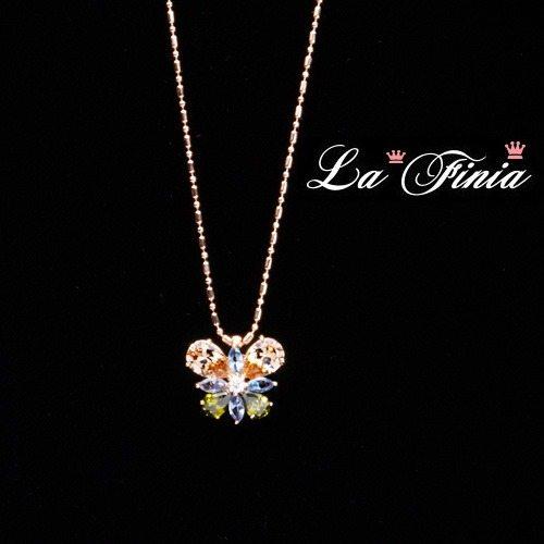OKAY歐凱:【LaFinia】彩蝶玫瑰金水晶項鍊