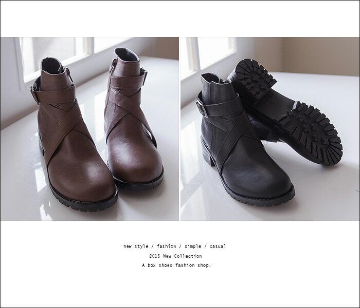 格子舖*【KW2190】MIT台灣製 帥氣金屬扣環繞帶皮革 拉鍊低跟短靴 馬丁靴 機車靴 工程靴 2色 2