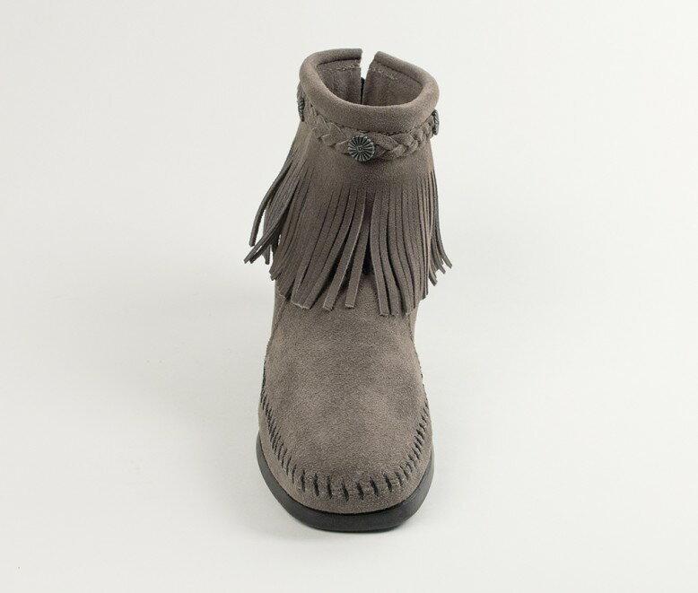 【Minnetonka 莫卡辛】灰色 - 麂皮後拉鍊流蘇莫卡辛短靴 3