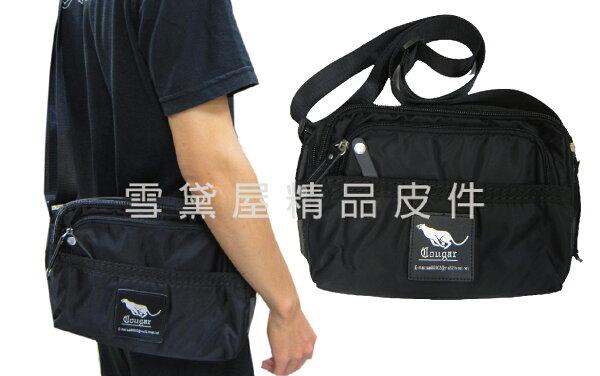 ~雪黛屋~Cougar肩側包中容量二層主袋休閒側背專櫃進口防水水晶布+皮革材質隨身物品中性款外出旅遊NCG7111