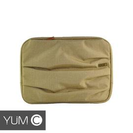 【美國Y.U.M.C.Haight城市系列Laptopsleeve13吋筆電包亮卡其】電腦包保護包斜肩包可容納13.3寸筆電平板【風雅小舖】