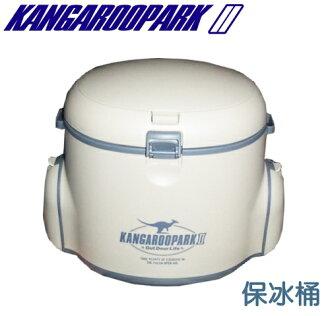 【佳麗寶】-(KANGAROOPARK)攜帶型冰桶 小型冰桶 斜背 後背 兩用 釣魚保冰桶 附餐具餐盤
