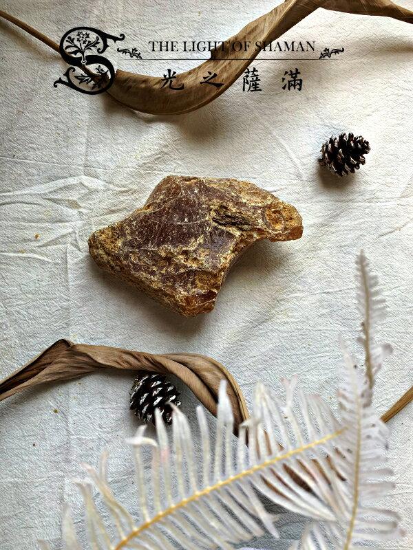 [光之薩滿]]少有大塊絕對天然土藏柯巴脂 G16